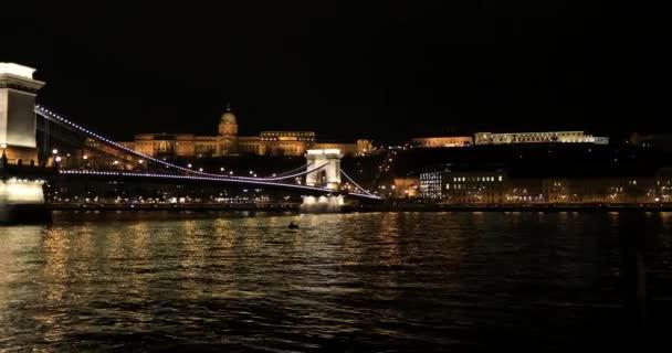 A kilátás a Lánchíd éjjel