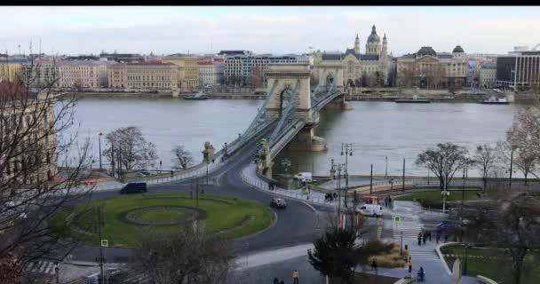 A budapesti városról és a Duna-parti hídról