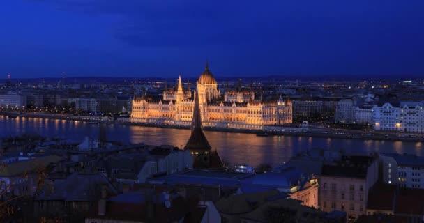 Budapesti városnézet éjszakai időben
