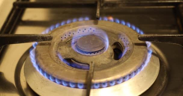 brennende Flamme auf einem Gasherd