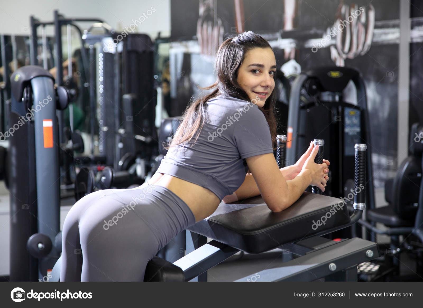 Young Girls Doing Fitness Exercises Gym Training Gym Body Shaping — Stock  Photo © MastrVideo #312253260