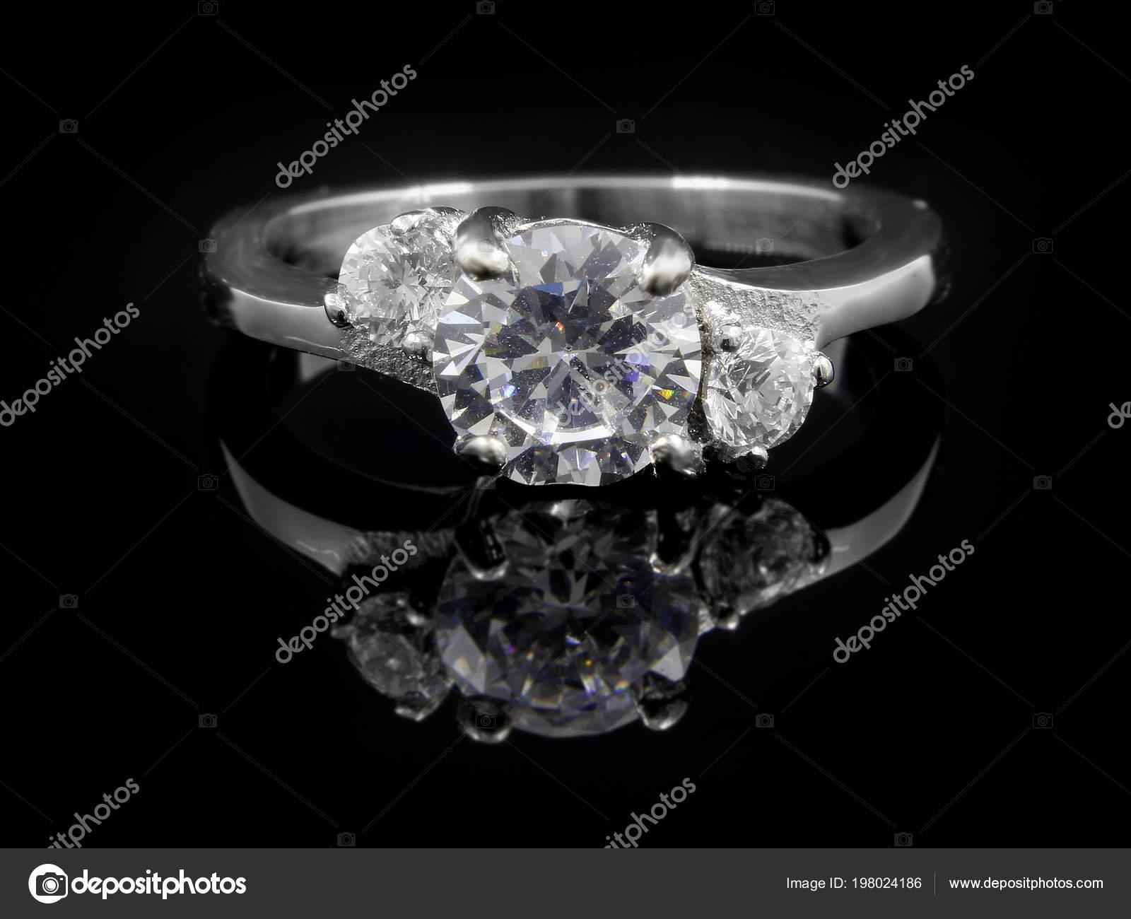 Verlobungsring Edelstahl | Damen Verlobungsring Edelstahl Mit Zirkonen Einfarbiger Hintergrund