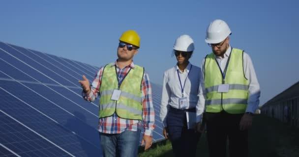 Elektrických pracovníků na sluneční farma