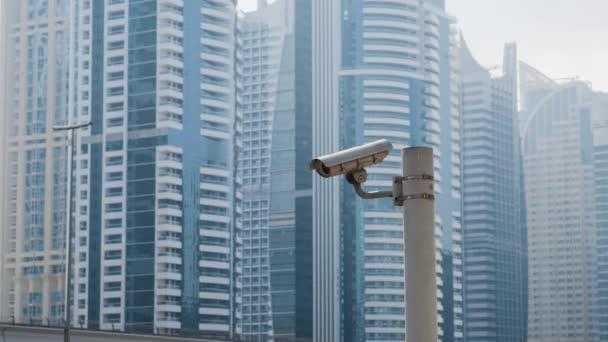 Venkovní kamery na pozadí obytné věžáky v Dubaj, Spojené arabské emiráty