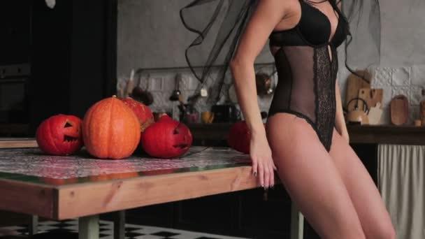 Make-up für halloween, Zucker mexikanischen Schädel, Make-up. winkt das Mädchen sich zu. Zeitlupe