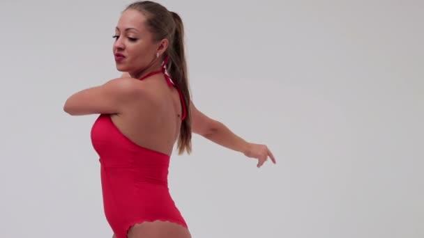 Krásná sexy štíhlá žena na bílém pozadí