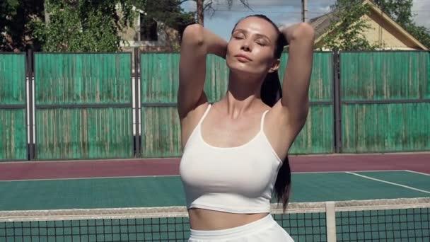Sexy tenista na hřišti