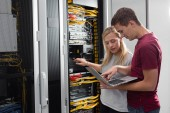 Fényképek Technikusok dolgoznak együtt a kiszolgálók a data Centre csapat