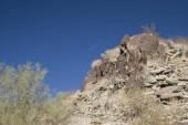 Pendio di montagna di Phoenix North con incontaminata cielo blu qui sopra