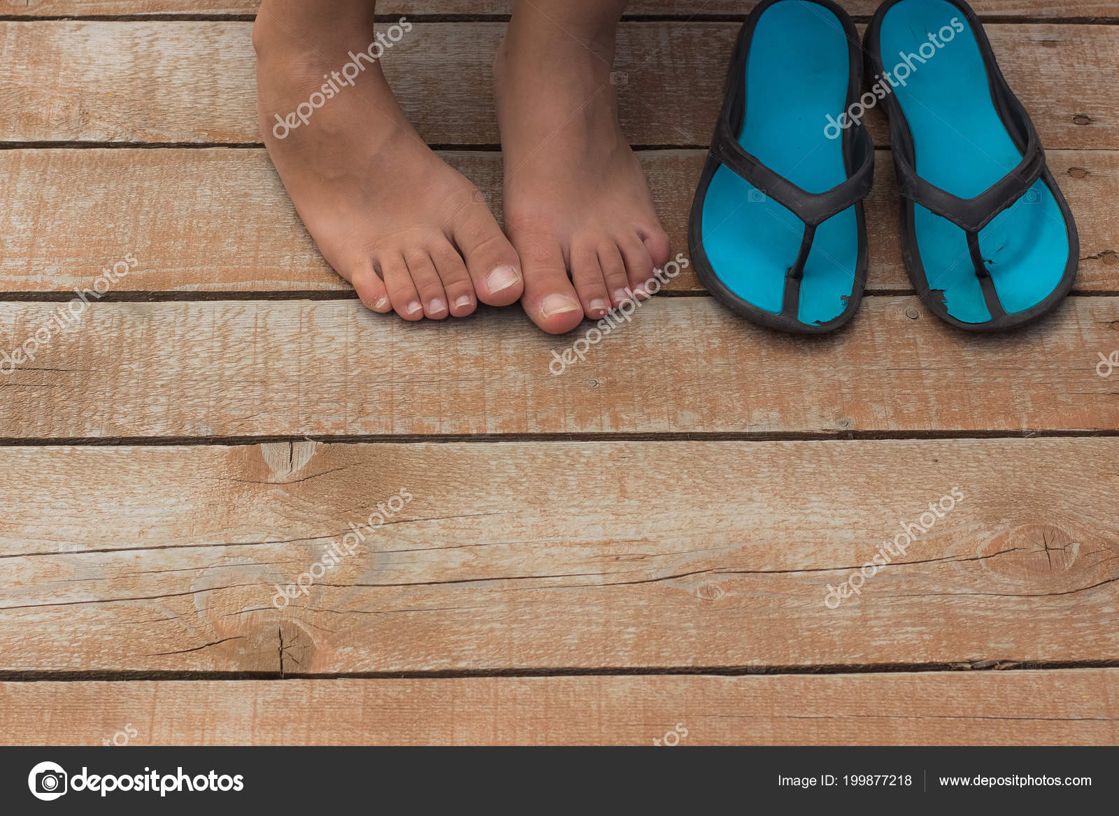 7238a8853491cf Girl Bare Feet Flip Flop Wooden Floor Rest Concept Empty — Stock Photo