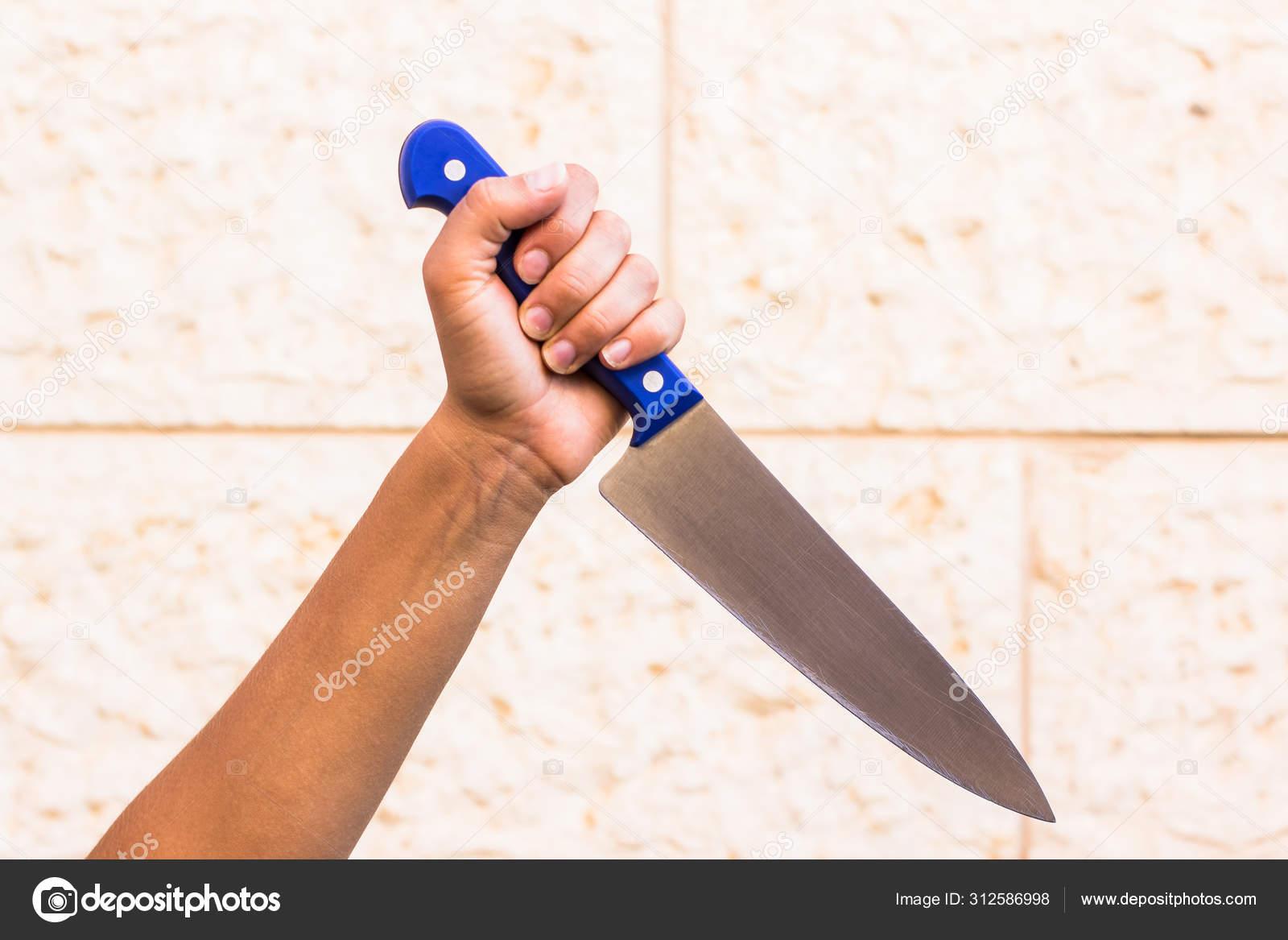 女性犯罪概念壁纸摄影女用手准备被菜刀划伤背景空白处放你的文字 图库
