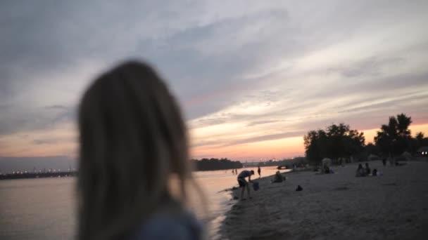 Klid, Žena hledá klidné večerní obloze