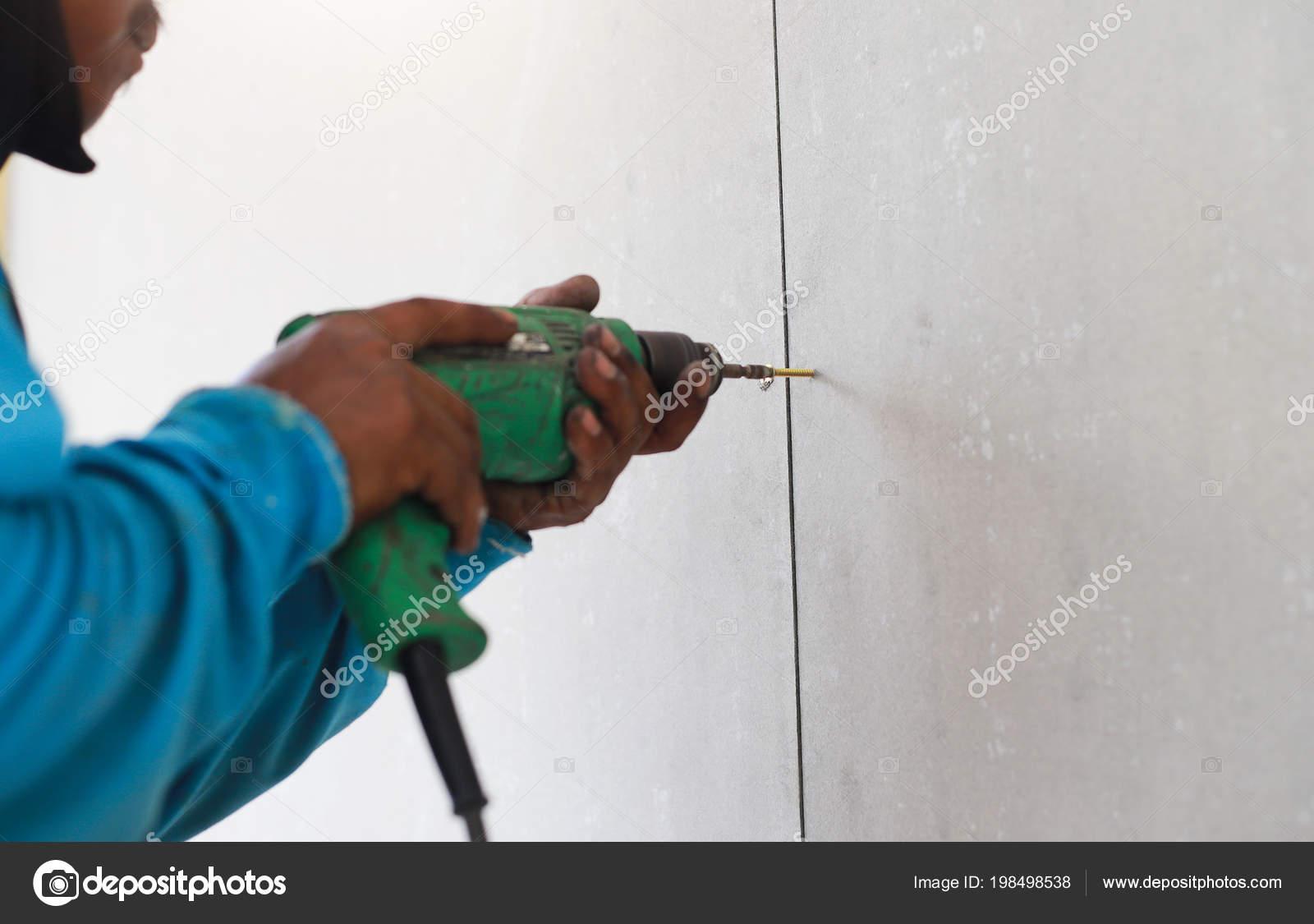 Eine Bohrmaschine Ist Loch Wand Fliesen Machen Stockfoto - Löcher in fliesen zu machen