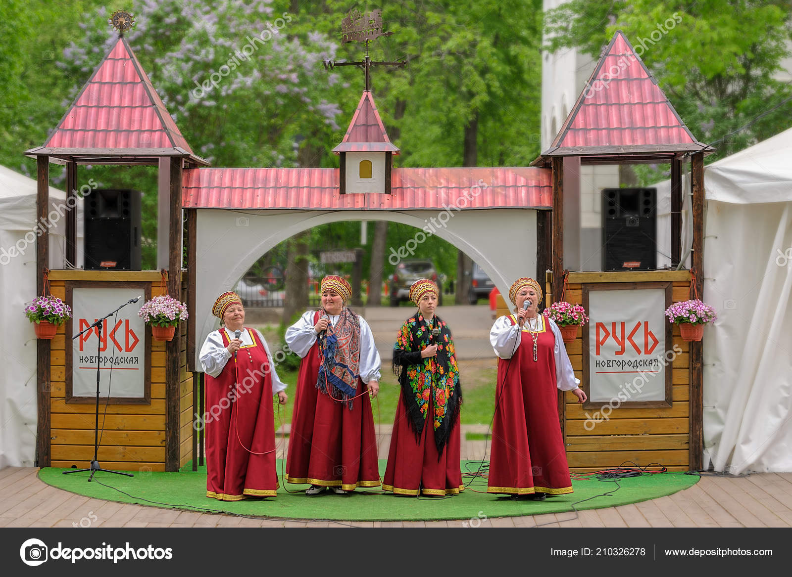 Velikiy Novgorod Russia May 2018 Woman Russian Folk Costume