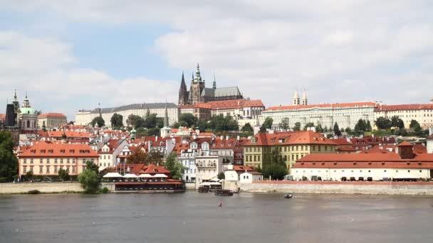 Pohled na pražské Malostranské nad řekou Vltavou