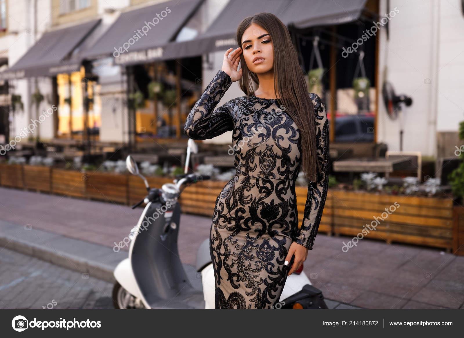 e9191d86f5d968 Superbe Femme Sur Rue Mode Prise Vue Belle Fille Posant ...