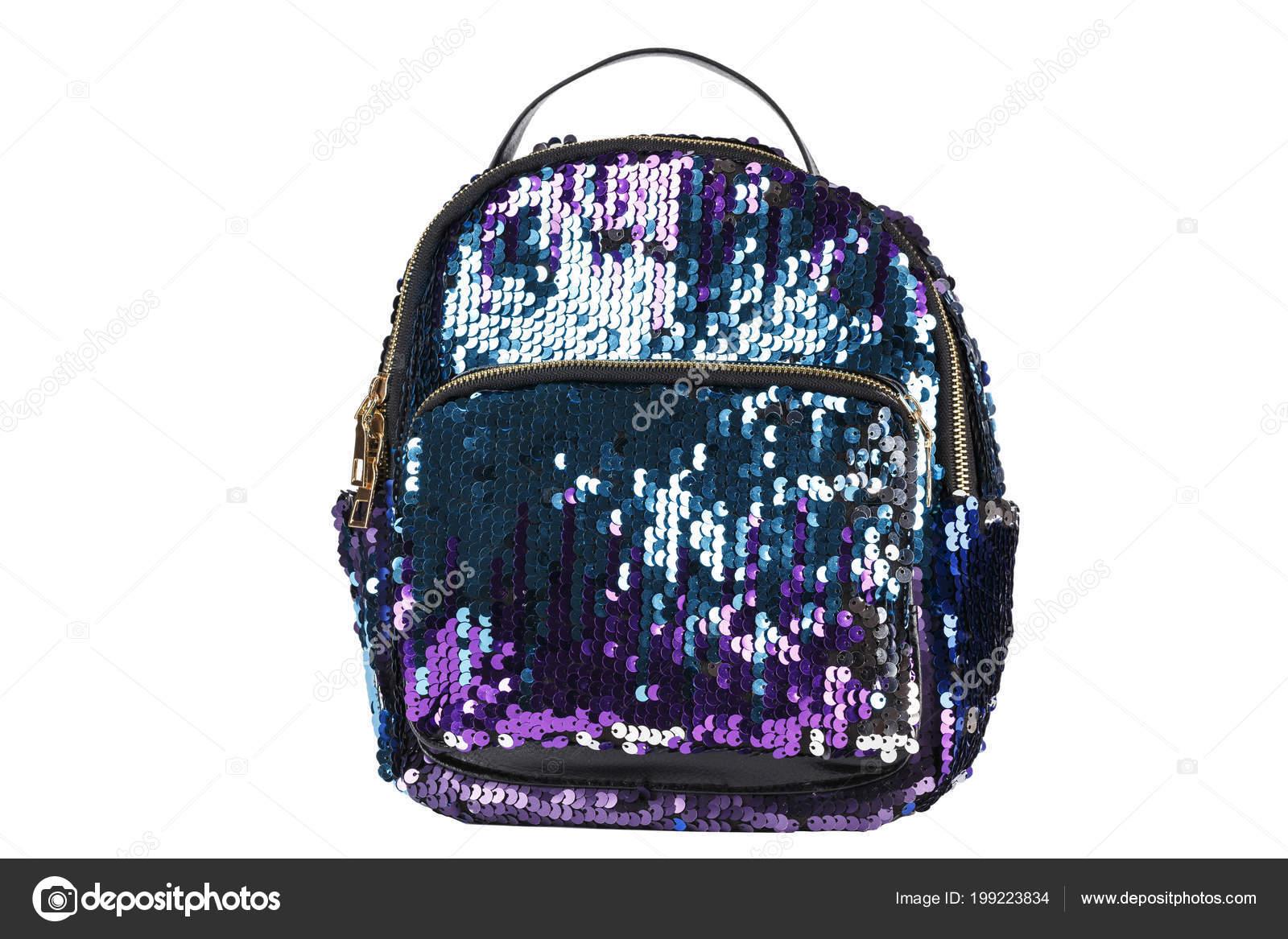 c66401bb125 Γυναικείο σακίδιο πλάτης σε πούλιες ή αστράφτει μπλε-βιολετί σε άσπρο  φόντο, απομονωμένη. pat αποκοπής — Εικόνα από ...