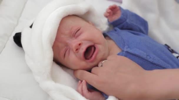 Dětský pláč v postýlce