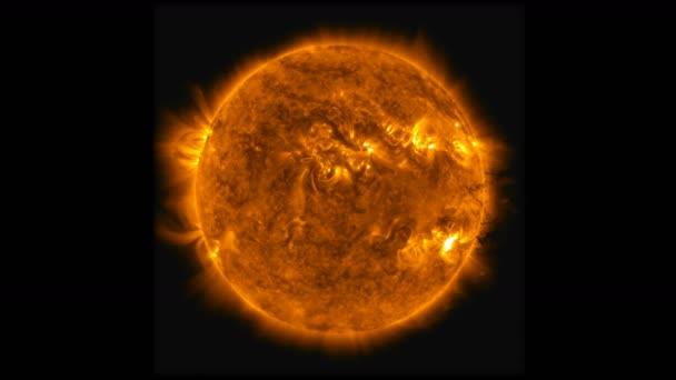 Zeitraffer-Animation der Sonneneruptionsstrahlung und eines großen Plasmaausbruchs. Elemente dieses Bildes von der nasa