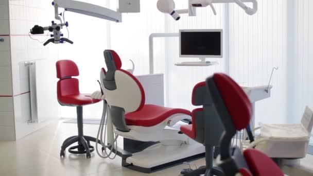 Weiße zahnarztpraxis luxus minimalistisch zahnklinik interieur