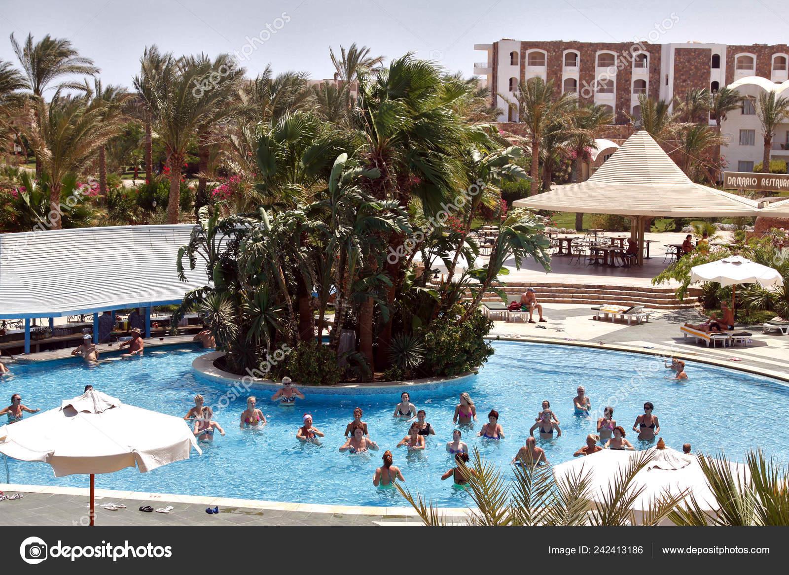 Egypt Hurghada Winter 2018 Tourists Return Egyptian Resorts Stock Editorial Photo C Dven 242413186