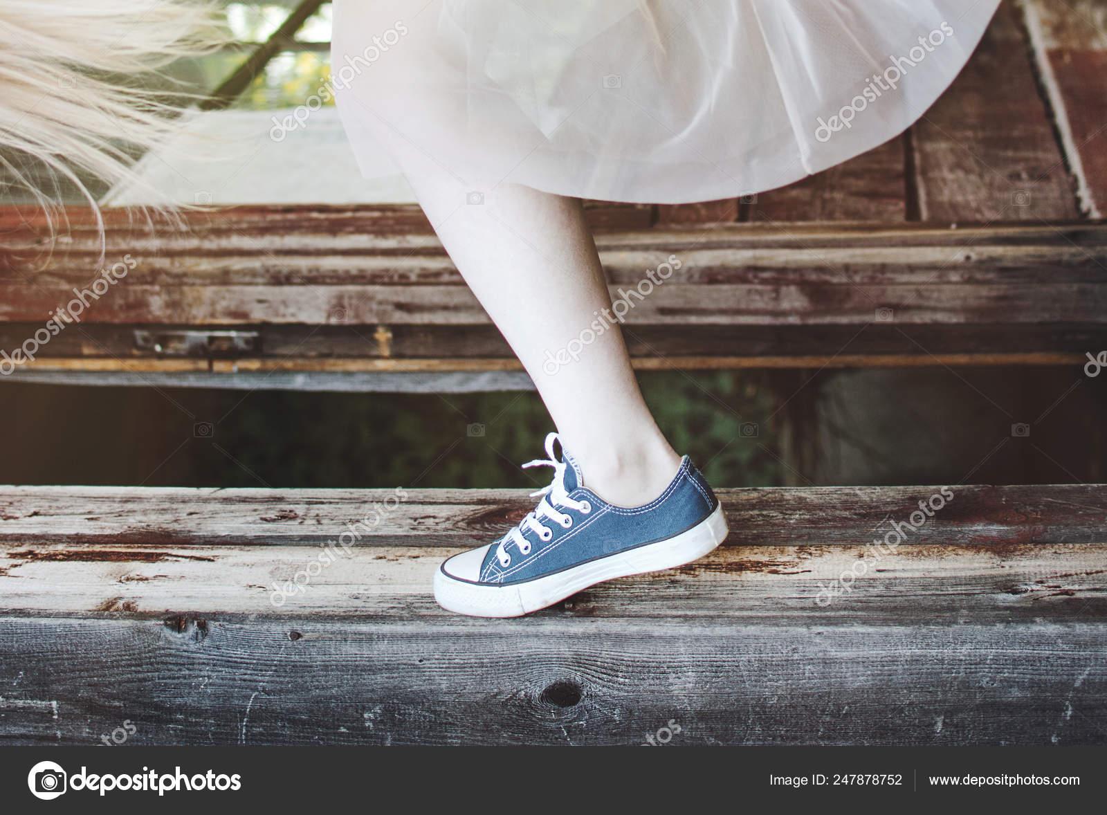 Stock Female Sneakers Village Legs Dancing — Skirt Summer LGSqVzjUMp