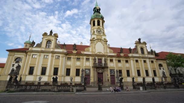 Praha, Česká republika. Květen 2018. pohled na průčelí kostela Loreta v Praze, Česká republika