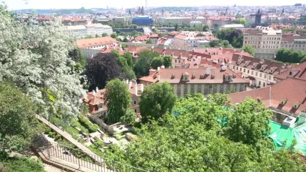 Praha, Česká republika. Květen 2018. Pohled z hradeb zahrady od Pražského hradu, Česká republika