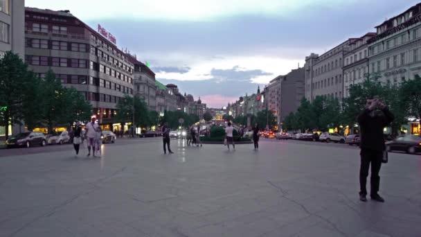 Praha, Česká republika. Květen 2018. Západ slunce z Václavského náměstí v Praze, Česká republika