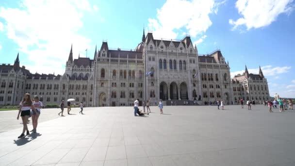 Budapest, Magyarország. Július 2018. A Parlament épülete, a Kossuth tér, Budapest, Magyarország