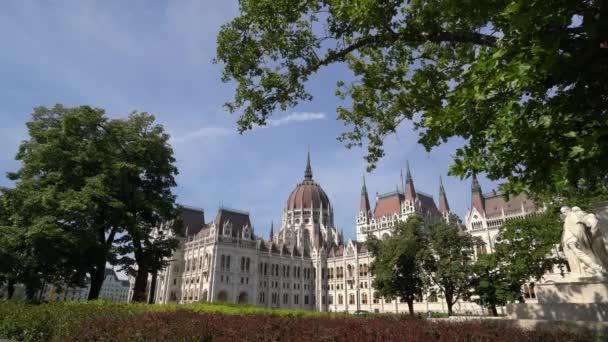 Budapest, Magyarország. Július 2018. A nézet az Országház, Budapest, Magyarország