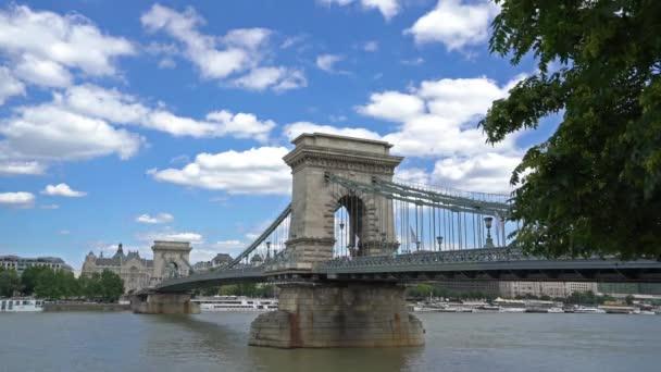Budapest, Magyarország. Július 2018. Lánchíd kilátás a Duna, Budapest, Magyarország