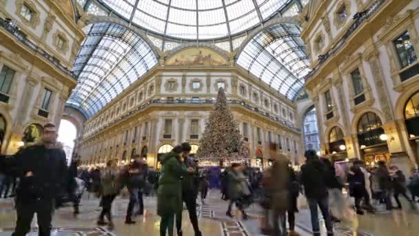Christmas In Italy 2019.Milan Italy January 2 2019 A Time Lapse View Of The People Walking During Christmas Holidays In Vittorio Emanuele Ii Gallery In