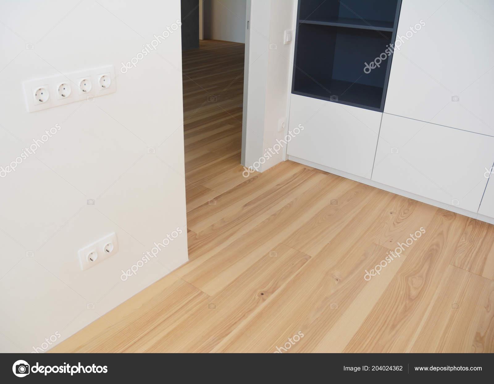 Moderne Houten Vloeren : Houten vloeren met moderne houten wand als interieur kamer ontwerp