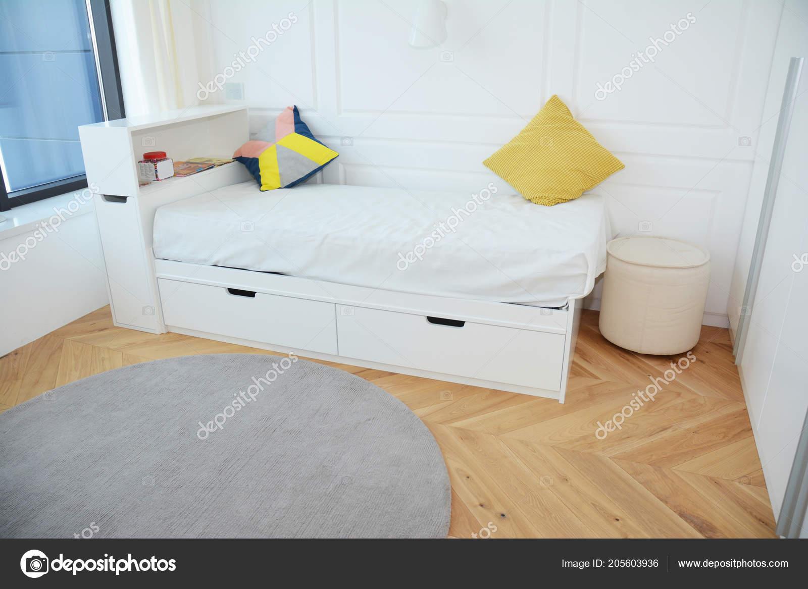 Design Intérieur Chambre Coucher Moderne Avec Lit Enfant Blanc Luxe ...