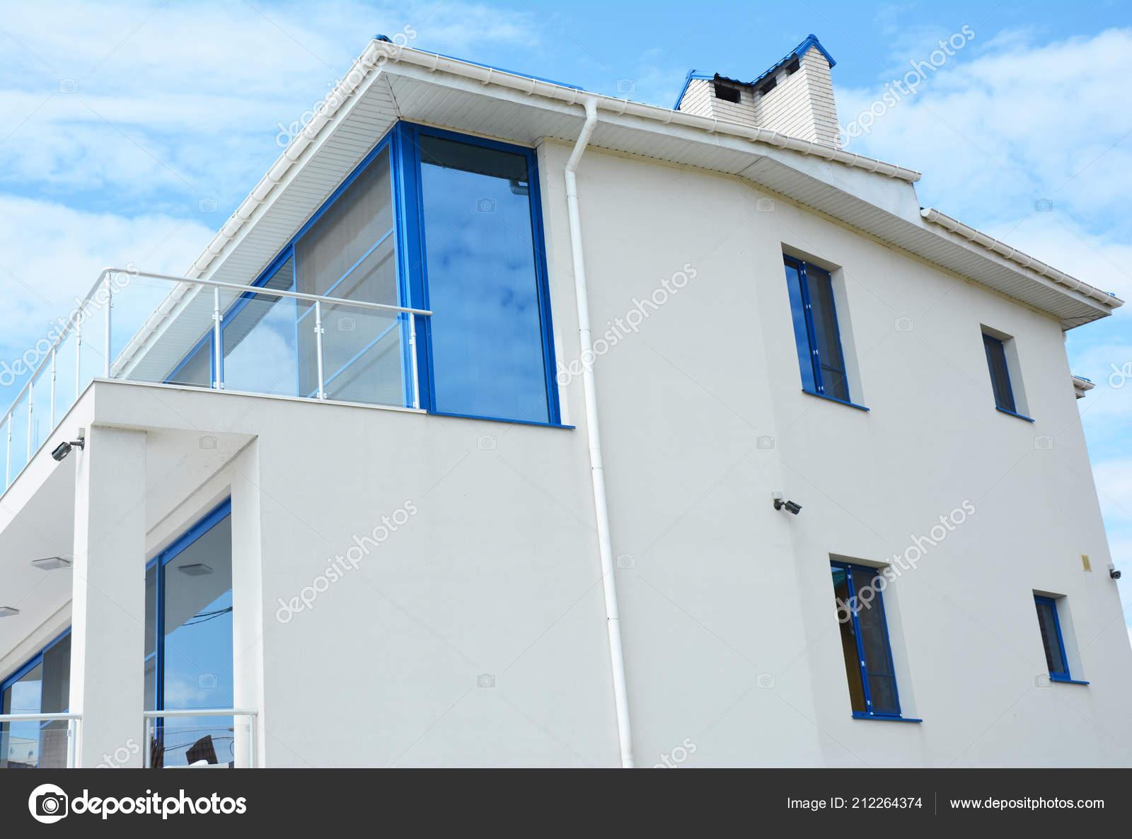 4d9ab9413d1f Modern House White Wall Glass Balcony Terrace Rain Gutter — Stock Photo