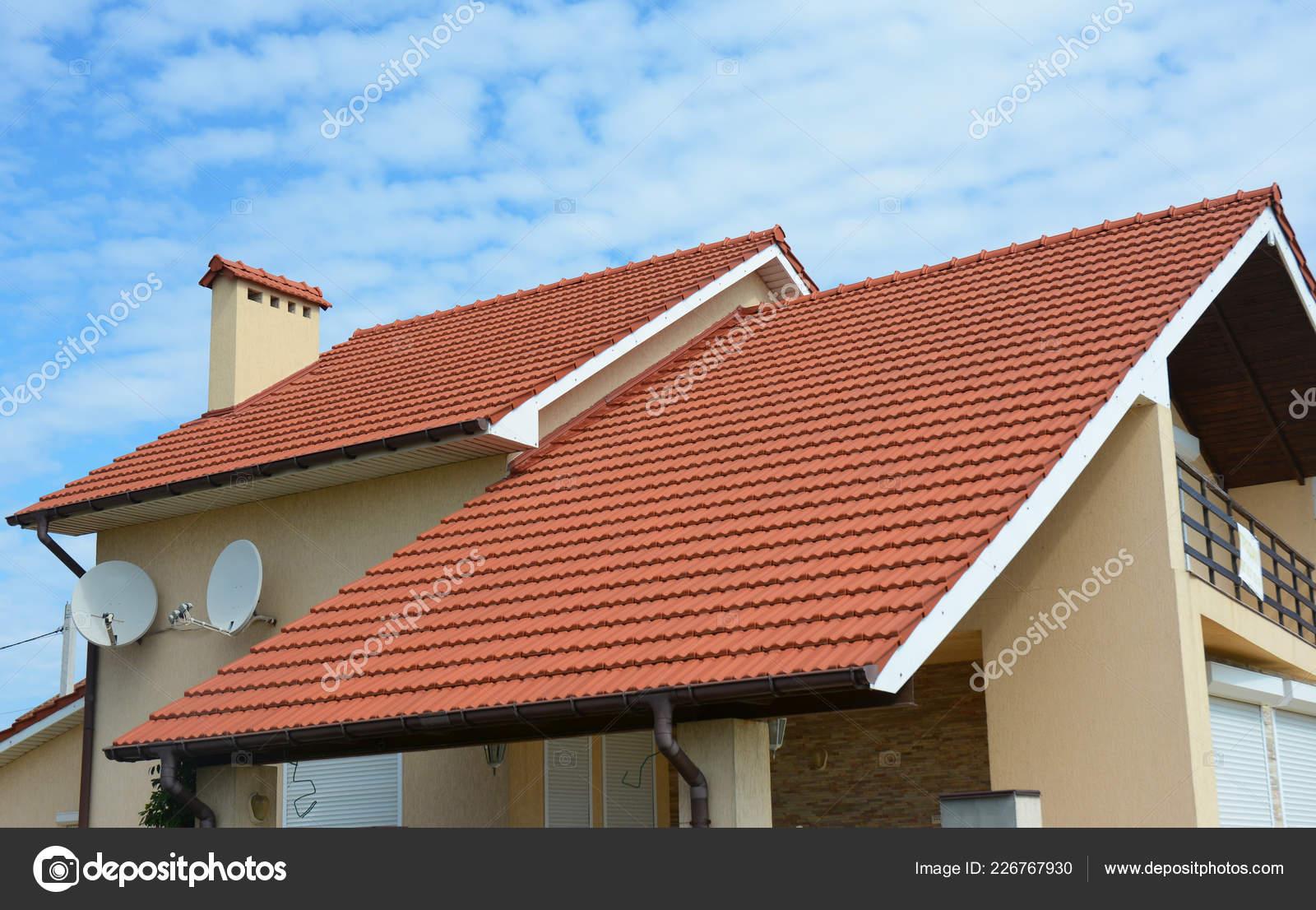 Modernes Haus Mit Schornstein Roten Ton Gefliest Dach Und