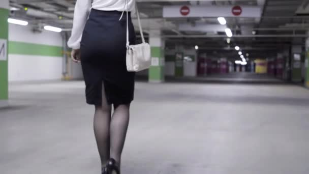 pod-yubkami-vid-szadi-seks-video-ochkarikom