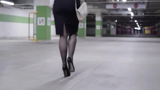 Под юбками вид сзади — img 7