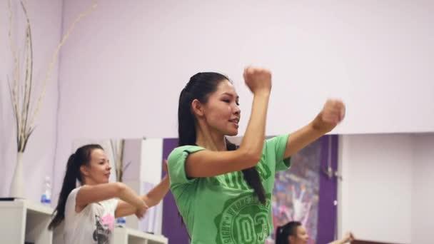 11. září 2017. Novosibirsk. taneční cvičení ve studiu