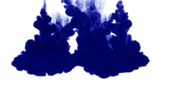 inchiostro blu su sfondo bianco si dissolve in acqua. bellissimo effetto modellato su un computer. 3d render con mascherino luminanza per uso come un canale alfa per effetti visivi. 2