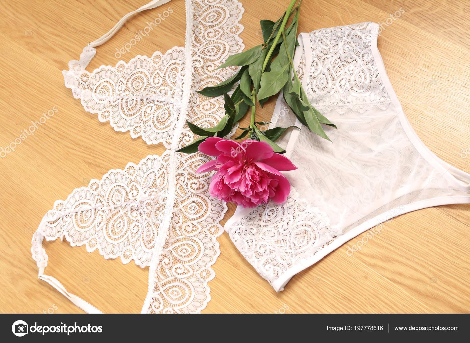 DOUYA Ensemble De sous-Vêtements Sexy pour Femmes Ajouré Sexy avec Crochet en Dentelle Et Fleur,Purple,S: Cuisine & Maison.