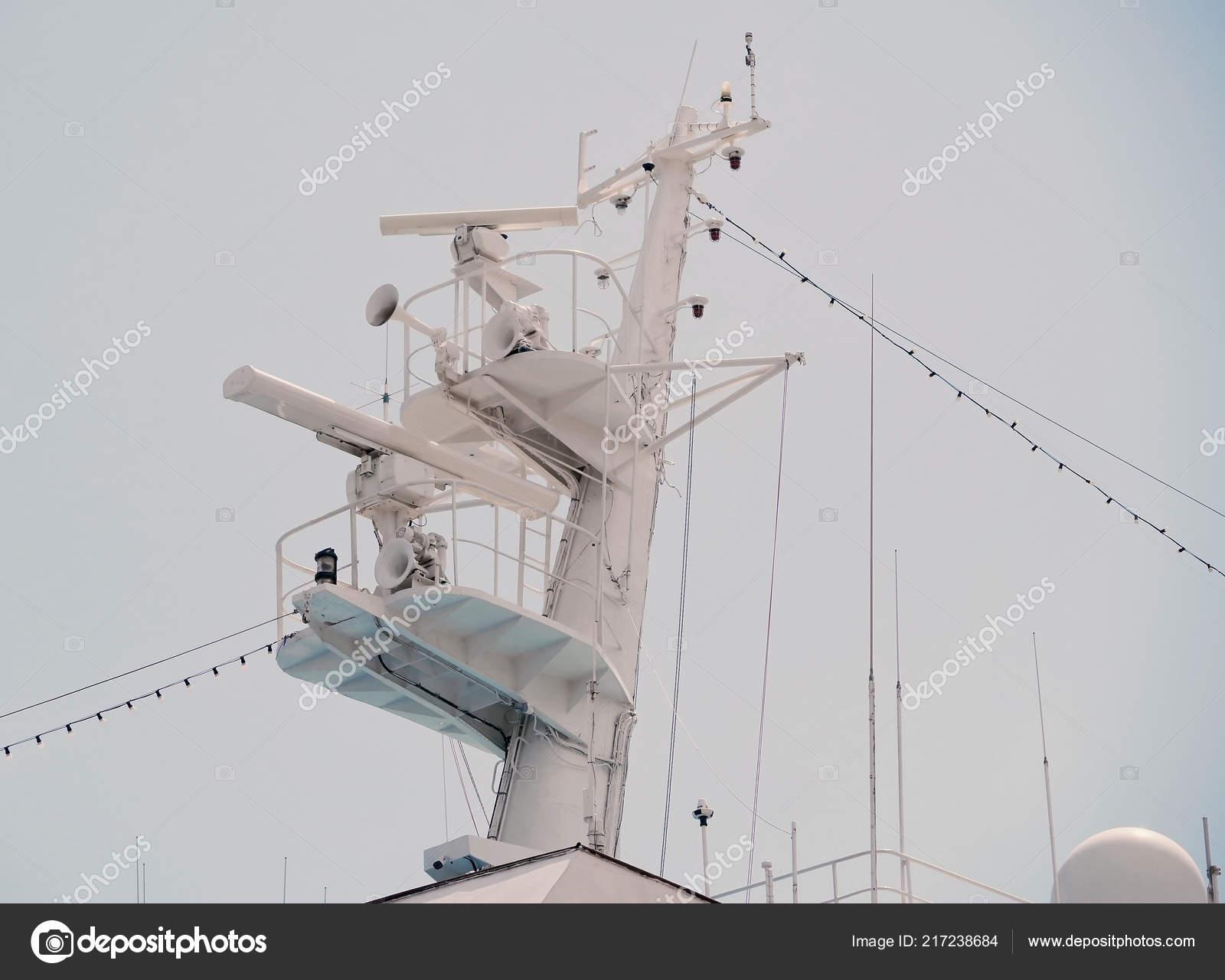 Entfernungsmesser Schiff : Kommunikation und navigation ausrüstung auf den mast des schiffes