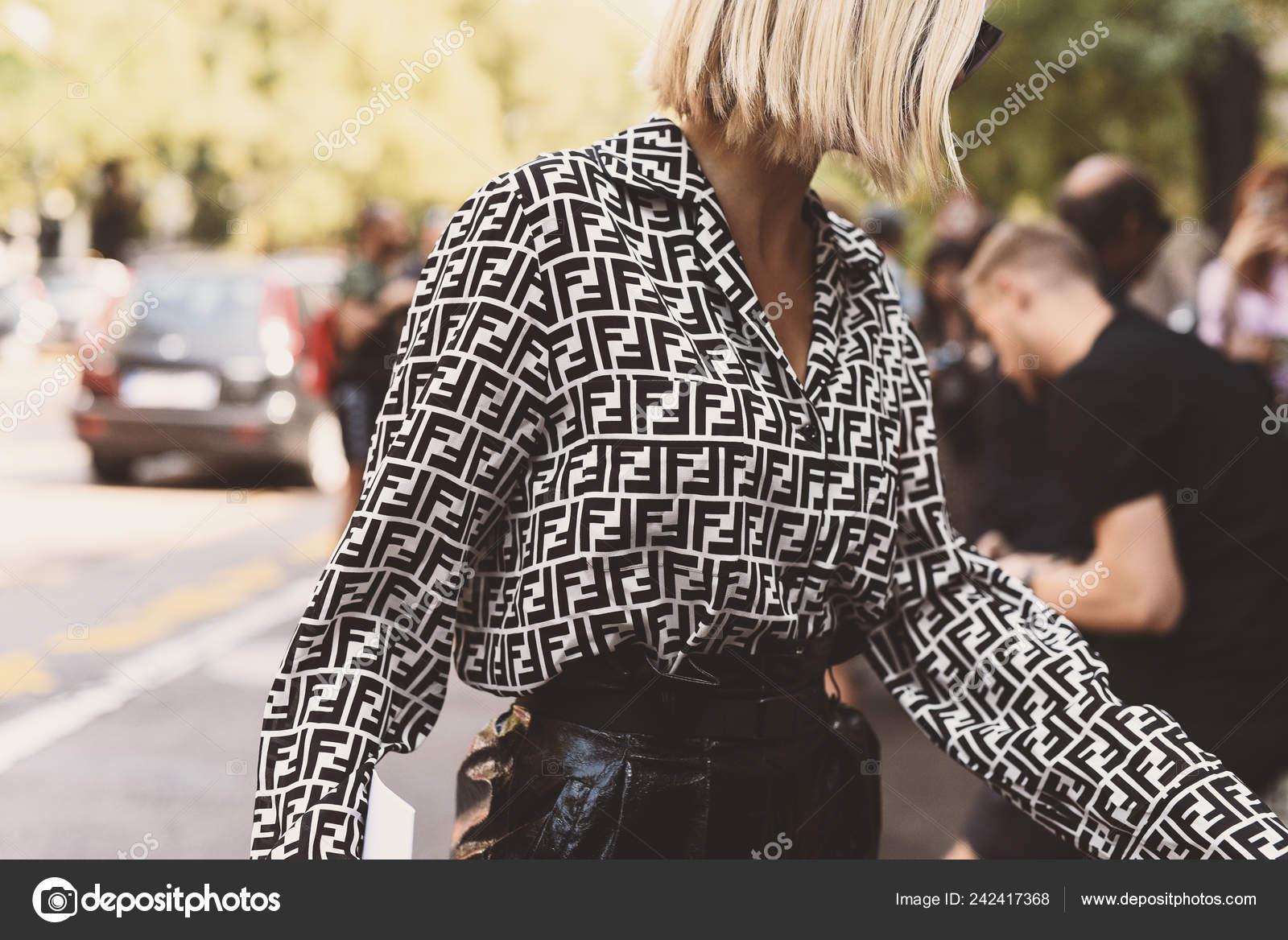 ea8f759f46555 Fendi Clothing Street Style Outfit Milan Fashion Week — Stock Photo