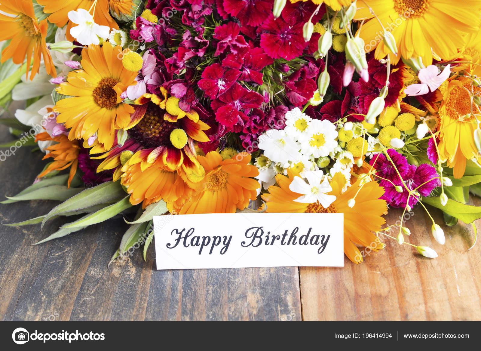Scheda Buon Compleanno Con Fiori Primavera Foto Stock C Simonida