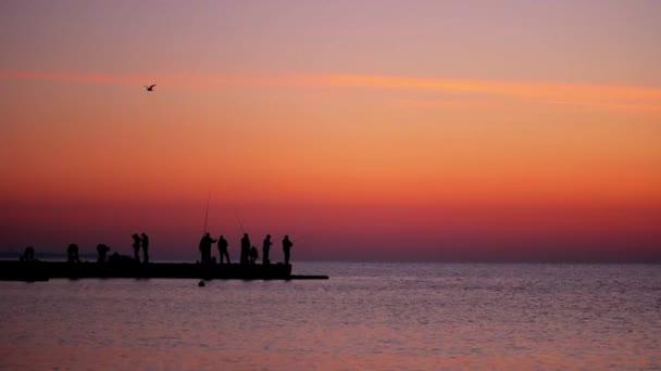 Halászok halfogási napkeltekor
