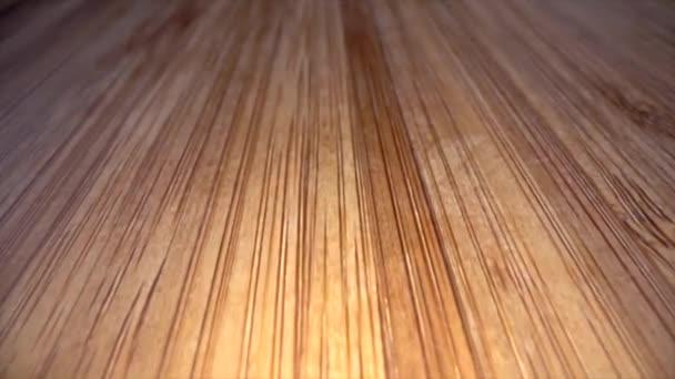 Bambusovými řezání desky extrémní closeup dolly zepředu dozadu přes nekonečné desky