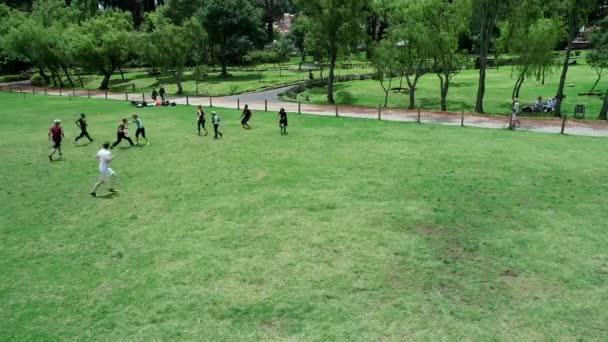 Cuenca, Ekvádor - 2019-02-10 - Pickup Extreme Frisbee in Park - Letecký pohled Rychlý gól
