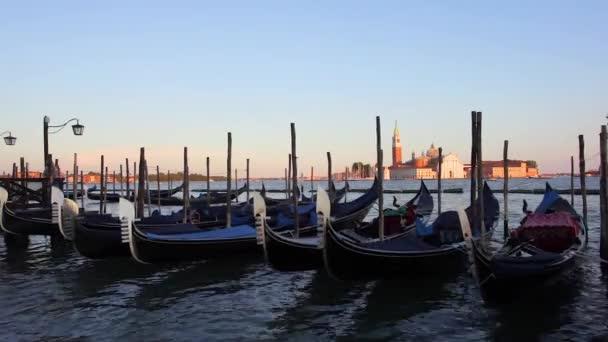 Venice, Olaszország - 16.08.2018: kilátás a San Giorgio Maggiore, gondolák Velence.