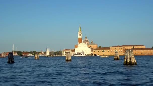 Benátky, Itálie - 16.08.2018: pohled do San Giorgio Maggiore Benátky, gondoly Benátky